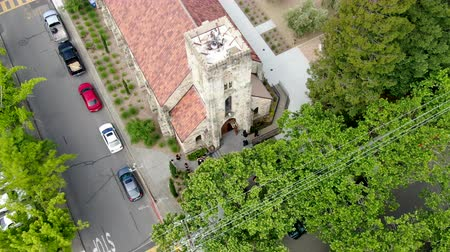 クリスチャン : Aerial view of St. Helena Roman Catholic Church, historic church building in St. Helena, Napa Valley, California., USA. Built from 1889 to 1890, the church was constructed with stone. 05182018