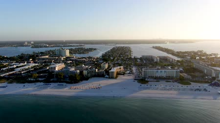 waterkant : Aerial view of St Pete beach and resorts in St Petersburg, Florida USA Stockvideo