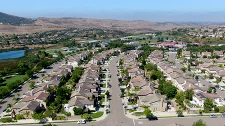 sąsiadka : Aerial view suburban neighborhood with big villas next to each other in Black Mountain, San Diego, California, USA. Residential modern subdivision luxury house.