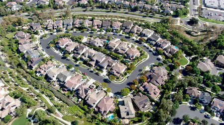 uguale : Aerial view of master-planned community and census-designated Ladera Ranch, South Orange County, California. Large-scale residential neighborhood
