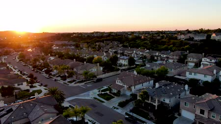 下位区分 : Aerial view of residential modern subdivision luxury house neighborhood during sunset. South California, USA