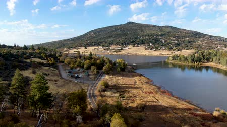외륜 : Aerial view of Lake Cuyamaca, 110 acres reservoir and a recreation area in the eastern Cuyamaca Mountains, located in eastern San Diego County, California, USA 무비클립