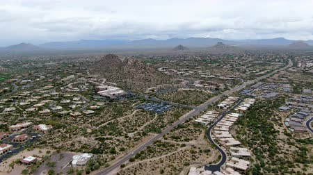 anka kuşu : Aerial view of upscale luxury homes with dry landscape mountain and desert in Scottsdale, Phoenix, Arizona