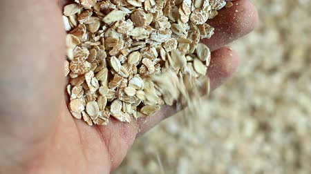 yulaf ezmesi : man pours out of the hands of oats