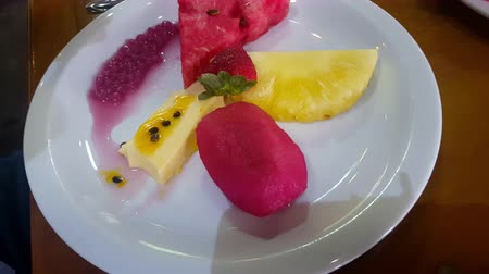 shovívavost : Eating Exotic Fruits and Flan Dessert 4K