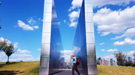 гравюра : Empty Sky Memorial Wall for September 11 at Jersey City Time Lapse 4K