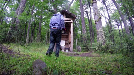 tuvalet : Man getting into OutHouse 4K