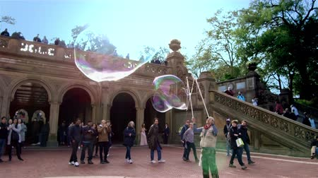 Big Soap Bubbles at Central Park 4K Wideo