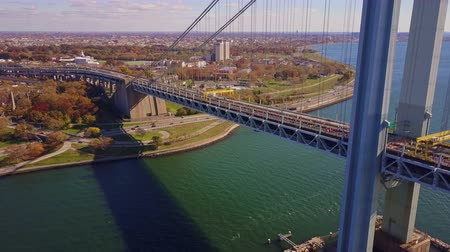 mosty : Runners of the New York City Marathon Crossing  Verrazano Bridge from NYPD Helicopter 4K