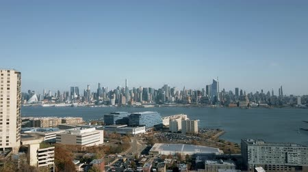Aerial View of Weehawken New Jersey Traffic and Manhattan 4K Wideo