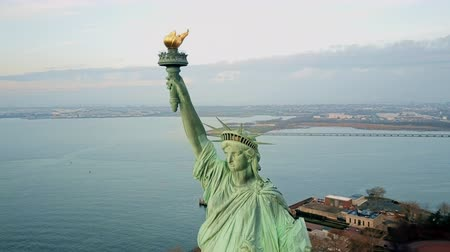 heykel : Aerial view Statue of Liberty 4K