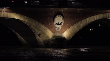 zamek : Old Bridge of Bordeaux at night