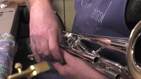 clarinet : Placing and testing of a piston from trumpet