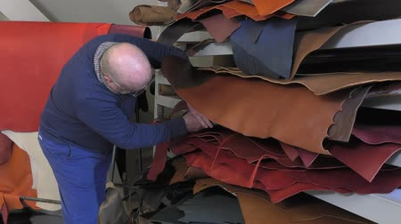 színek : choice of grain and color of the leather
