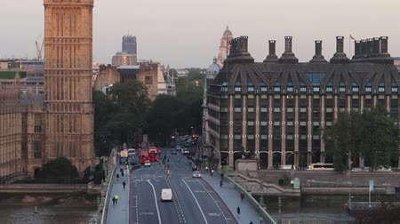 Бен : big ben sunrise over westminster bridge zoom out timelapse