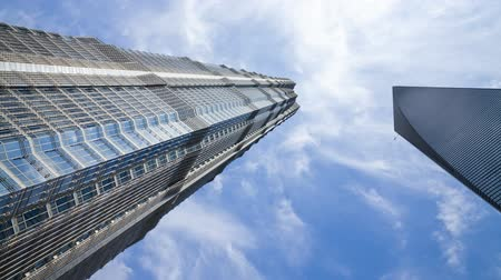baixo : low angle view of a modern skyscrapper in the trade zone of pudong shang