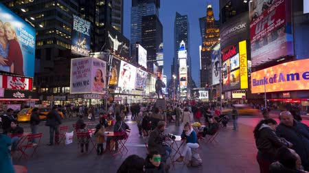 brodway : luci al neon di 42nd street times square manhattan new york city new york