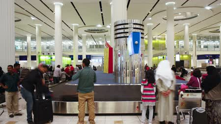 район : The arrival of luggage on the carousel at Dubai International Airport Dubai