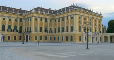anual : A lot of tourists are visiting Schonbrunn Palace in Vienna, capital of Austria. Palace was built in 1642 and is 1441-room Rococo monument visited by 2,600,000 tourists yearly.