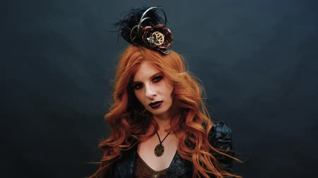 viktoriánus : Steampunk gothic girl poses for the camera