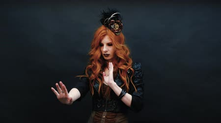 viktoriánus : Steampunk gothic girl wears rings on her fingers