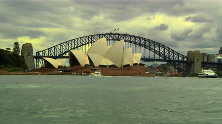 opera lirica : Sydney Opera House e l'Harbour Bridge in background