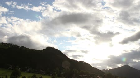 cielo nuvoloso : Fantastic Timelapse Nuvole con godrays Filmati Stock