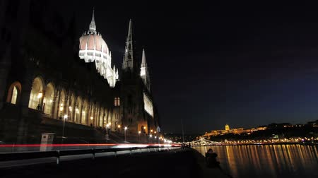 budapeste : City traffic in the evening timelapse. Wide angle lens shot. Vídeos
