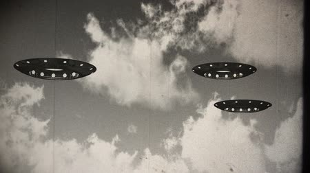 fincan tabağı : Ufo On Earth under Clouds Vintage Design Stok Video