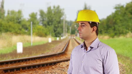 вокруг : Young Engineer Looking Around Railway