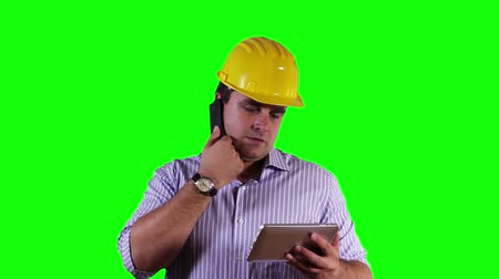 vállalkozó : Young Engineer Tablet PC Cell Phone Greenscreen Stock mozgókép