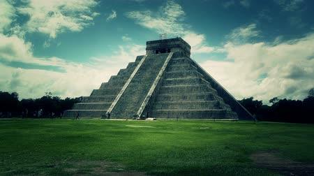 piramit : Chichen Itza Mexico Yucatan Kukulcan Pyramid stylized