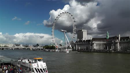 капитал : London Eye River Thames London England handheld Стоковые видеозаписи