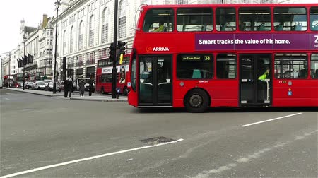 londra : Piccadily Circus London England Stok Video