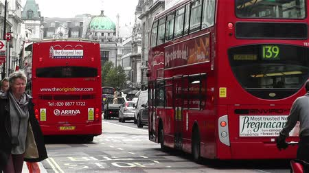 büyük britanya : Piccadily Circus London England Stok Video