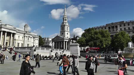 london england : Trafalgar Square London England handheld Stock Footage