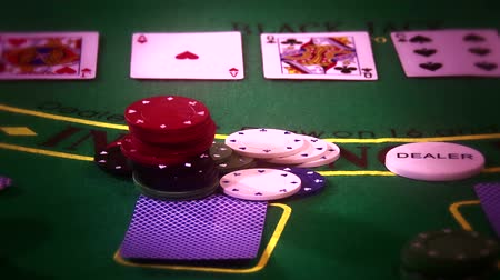 покер : 4K Poker Table Casino Gambling Game Setup with Professional Camera Dolly Motion