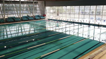 basen : Empty Indoor Swimming Pool
