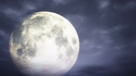 полный : Full Moon behind intensively moving clouds at a spooky night 3D Animation