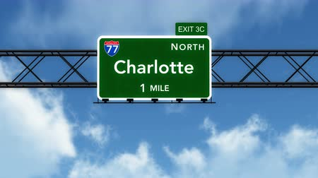direzione : 4K Passando sotto Charlotte USA Interstate Highway Sign con Matte fotorealistico 3D Animation Filmati Stock