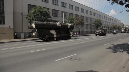peacekeeping : Tanks in the city