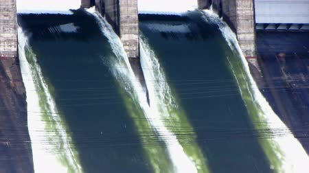 baraj : Spillway of hydro electric power dam. Stok Video