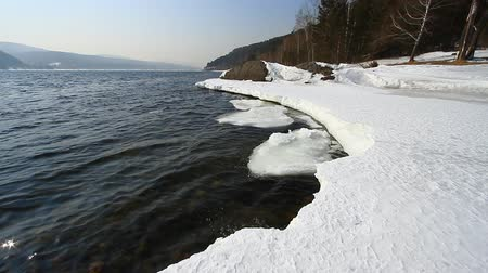 olvad : Landscape with the destroyed ice on spring river Stock mozgókép