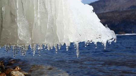 olvad : Frozen ice on seashore.