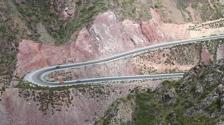 dobrar : Winding Mountain Road. Stock Footage
