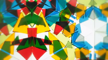 caleidoscópio : A kaleidoscope of shifting shapes and colors