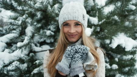 başörtüsü : Delightful blonde smiles against background of snow-covered landscape.