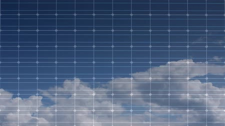 renovables : panel solar con nubes de timelapsed Archivo de Video
