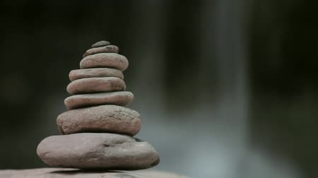 religião : zen stones tower with waterfall background