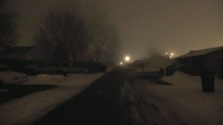 uliczka : Narrow urban alley that is foggy in winter with car randomly passing by off in the distance.
